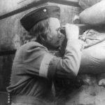 Stanowisko obserwacyjne na barykadzie.1944r.Sygn. XXVIII-105
